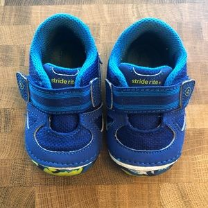 Stride Rite baby size 4 Sneakers